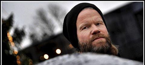 HELE VEIEN: Kristian Navestad (42) har jobbet på Utekontakten siden oppstarten i 2001, og har en rekke ganger opplevd at kommuneadministrasjonen ønsker å legge ned lavterskeltilbudet. Men også denne gang sørger politikerne for at han også neste år har en jobb å gå til.FOTO: JARL M. ANDERSEN