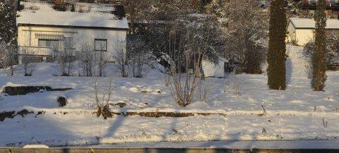 TOMT: 600 000 kroner har Statbygg betalt familien Faye-Lund for den drøyt to mål store tomta foran bolighuset - et areal som i sin tid ble brukt til gartneri.