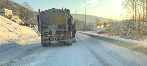 Mange er opptatt av brøyting i Valdres. Nå skal det bestemmes hvem som skal ha jobben på fylkesvegene de kommende årene. Foto:Arkiv
