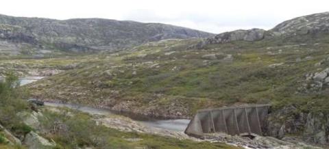FINNDALSDALEN: Oversiktsfotoet fra Finndalsdalen viser at området er over skoggrensen og at det er mye fjell i dagen. Dette krever ekstra hensyn i det praktiske anleggsarbeidet. Området er også er et populært turområde, både i barmarkssesongen og vinterstid.