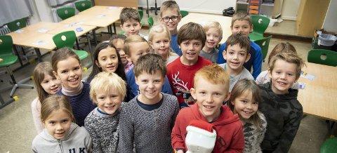 Foreldre og barn tilknyttet 3B på Liland skole samler inn penger til klassekameraten og hans familie. FOTO: Arne Ristesund