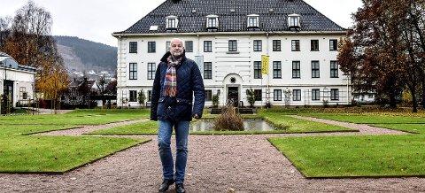 Harald Gautneb er nestleder i styret ved Drammens Museum. Det skal han få være i fred for meningskåte politikere, mener innleggsforfatter Anders Wengen, Buskerud Venstre.