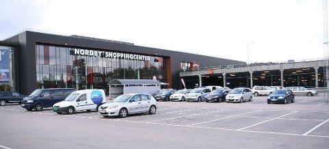 Kjøpesenteret på Nordby er et yndet handelsted for nordmenn på dagstur til Sverige. (Foto: Anja Lillerud)