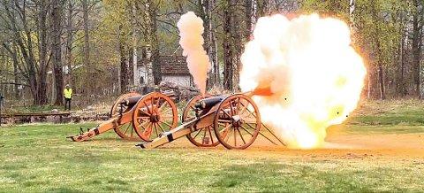 Det smalt godt da kanonen på Eidsfoss hovedgård ble avfyrt for første gang på 120 år.