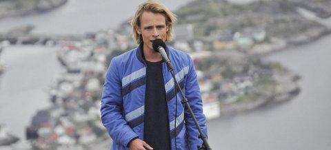 Hjem til jul: Sondre Justad skal hjem til Lofoten i jula. Både her i Henningsvær og hos farens familie på Borg skal han slappe av, og trolig bruke litt tid med et hjemmestudio.