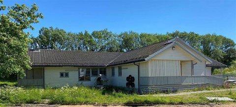 Det gamle barnehagebygget på Reine skal selges og rives.