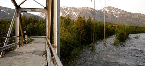Nordreisa kommune advarer mot at årets vårflom kan bli en skadeflom. Dette bildet er fra Bergmo 6. juni 2014. Foto: Ola Solvang