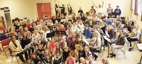 Klare: Glade korpsmusikanter fra Nordby, Oppegård og Drøbak var samlet til felles seminar i helgen. FOTO: TROND HAGEN