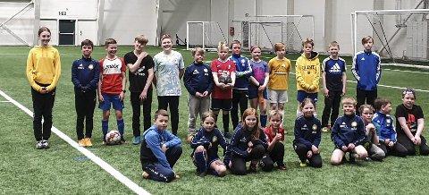 Om lag 30 fotballspillere fra Skonseng UL (3.-7. trinn) har i vinter trent under forhold de bare kunne drømme om. Drømmen er en fotballhall ala det Åga IL har på Hauknes. Foto: John Grønnevik