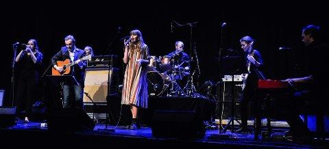 STILTE OPP: Ingrid Saga Andersen og hennes orkester var blant artistene som spilte på veldedighetskonserten i januar.