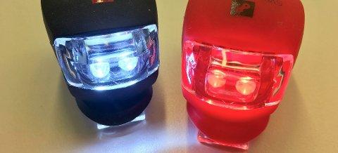 Gult eller hvitt lys foran og rødt lys bak. Foto: SLF