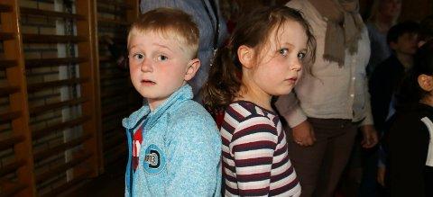 330 elever: Elsa Hillestad Sakrisvold og Fredrik Sypola Nordlie var to av barna som sang med på Trara fredag.