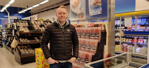 Eirik Austråtts nye jobb tar han ut i mange Rema 1000-butikker i området. I dag er han innom Rema 1000 Skaarlia.