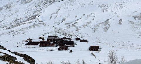 Spiterstulen ligger i Visdalen, midt mellom Norges to høyeste fjelltopper, Galdhøpiggen og Glittertind.