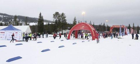 NY STADION: Neste år er Sjåmoen og Storhaugen arenaer for NNM på ski. – Det må en skikkelig oppjustering til for å få en arena og løyper som holder mål, sier Karle Øvereng, leder i Mosjøen IL Ski. Bildet er fra KM tidligere i vinter.  FOTO: PER VIKAN