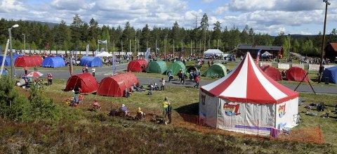 HOVEDARENA: Heistadmoen skistadion blir arena for O-festivalen i juni neste år. Dette bildet er hentet fra pinseløpet i 2015.