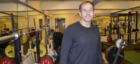 KONTROLL: Leder i Rana styrkeløftklubb, Morten Rygh, er opptatt av de skal ha et dopingfritt miljø i klubben. Ingen får trene i klubblokalene på Gruben uten at de har skrevet under en kontrakt på at de er dopingfri.