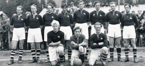 Historisk fotballkamp: Søndag 7. juli 1946 spilte historiens første kretslag fra Helgeland kamp mot Västerbottens Lappmark på Moheia. På bildet ser vi spillere fra Mosjøen, Sandnessjøen, Stålkam, Mo IL og Bossmo & Ytteren. Historisk foto