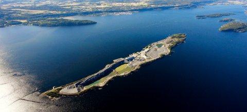 ANMELDER NOAH: Norges Miljøvernforbund mener mottaket på Langøya drives i utakt med utslippstillatelsen.
