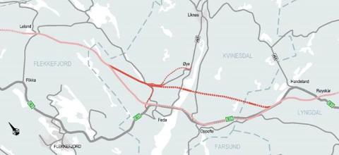 NYE VEIER SITT FORSLAG: Nye Veier ser betydelig innsparingspotensial, ved å gå mer direkte (på) mellom Lyngdal og Flekkefjord, som skissen for alternativ kryssing over Fedafjorden viser.