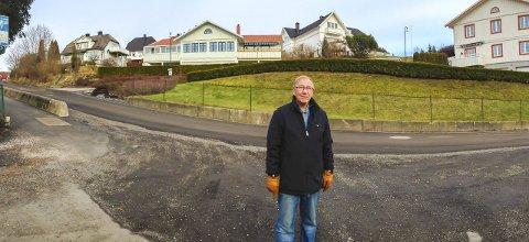 Redusert fart: Arne Grue og beboere på Kringsjå terrasse ønsker at 30 kilometers fartsgrense her i Gimleveien videreføres også når gravearbeidene er ferdige. Foto: Arfan Baomidehaq
