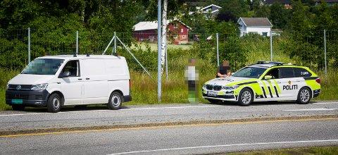 BLE STANSET: Sjåføren fikk seg nok ingen god dag etter å ha blitt stoppet av politiet i avkjøringsfeltet ved Alvim i Sarpsborg onsdag formiddag.
