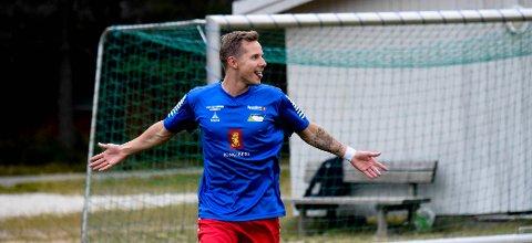 SCORET TO: Skrims spillende trener Bjørn Simen Johansen Hansen scoret to av Skrims fem mål mot Jondalen. FOTO: OLE JOHN HOSTVEDT