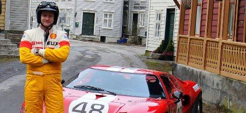 Johannes Einemo utenfor hotellet – med sin nyervervelse: En svært omhyggelig bygget Ford GT replica.