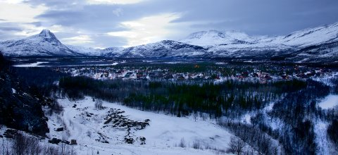 Boligområdet var planlagt ved Steinbruddet, øst for dagens Høgeggafelt. Nå er det påvist leire i grunnen. Det kan velte planen. Foto: Ola Solvang