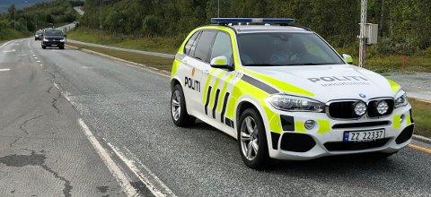 DEN SISTE REISE: Anført av politiet, kjører de fem bårebilene ut av Tromsø torsdag ettermiddag.