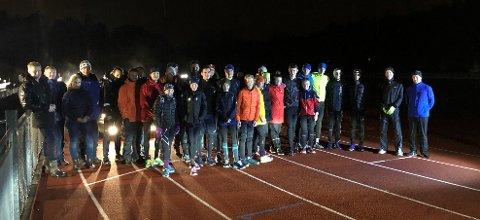 MOSJONSLØP: 21 løpere stilte til start da SIL friidrett arrangerte 3000 og 5000 meters mosjonsløp på Kalnes Friidrettsstadion.