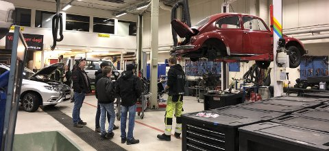 Åpen motordag på kjøretøylinja ved Valdres vidaregåande skule der både bilbransjen og opplæringskontoret var involvert, trakk mange interesserte i ungdomsskolealder som var målgruppa denne gangen.