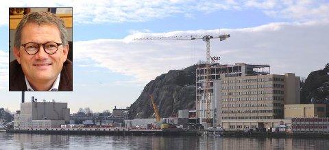 INVESTERER TUNGT: Jotun bruker 1,1 milliard på nytt hovedkontor og nytt forsknings- og utviklingssenter her på Gimle i Sandefjord. Selskapet har også byggeplaner i Vietnam, Tsjekkia og Dubai, forteller konsernsjef Morten Fon (innfelt).