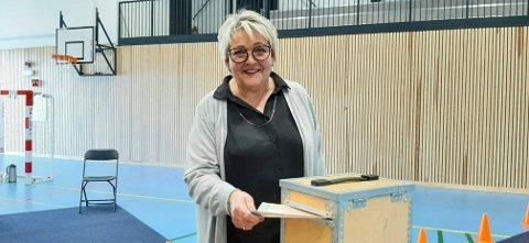 Ordfører Inger Løite (Ap) stemte i dag i Torbjørnshall i Gjerstad.