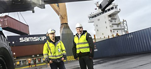 Daglig leder ved Høgset Terminalen, Bjørn Roald Langnes, og Gjemnes-ordføreren Knut Sjømæling er fornøyd med sikret aktivitet ved terminalen.