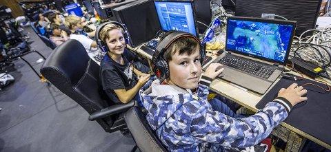 Første gang: Mathias Sundt Langebeck (til venstre) og Oliver Sampson har vært i Kongstenhallen i fire sammenhengende dager.foto: geir a. carlsson