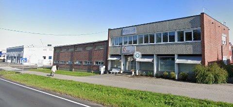 Etter nesten tre års drift i Storveien 7 har de fire veterinærene i Fredrikstad Veterinærpraksis AS blitt fem, og sammen med de tre assistentene utgjør de byens nest største veterinærklinikk.