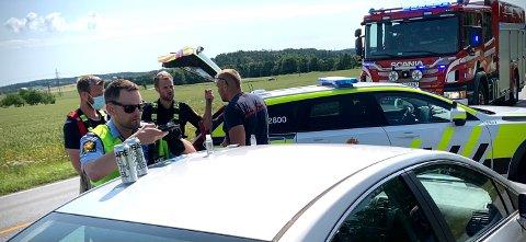 I bilen fant politiet flere typer rusmidler Her blir disse avfotografert.