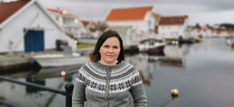 IMPONERT: Arina Opsal fra Russland er imponert over hvor mye folk hjelper hverandre på Skudenes. Svigermoren Odny Opsal, har vært hennes store inspirasjon til å gjøre det samme.