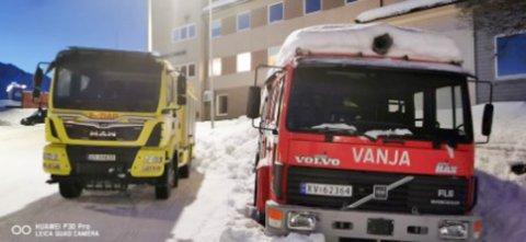 NYE TIDER: Brannbilen Eldar er helt ny, mens Vanja sin tid er forbi i Loppa kommune. Nå legges den ut for salg.