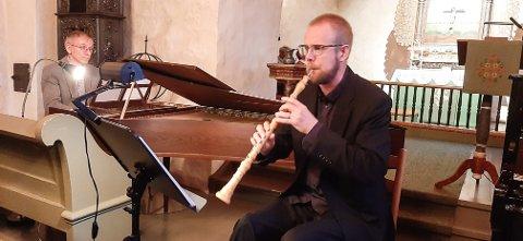 OPPMØTE: Guy Popart på cembalo og Jørgen Fasting på obo fikk fram velklangen i Vassås kirke tirsdag.