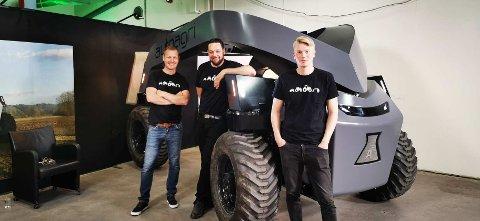 ELEKTRISK OG SELVKJØRENDE: Eirik Hovstein, Jostein Sandvik og Magnus Myran Steen er blant utviklerne som har tenkt helt nytt rundt traktordesign.