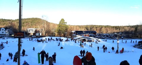 KLEIVER: Mange tok seg en tur til Kleiver for å ake og stå på ski. Er det greit, i disse koronatider?
