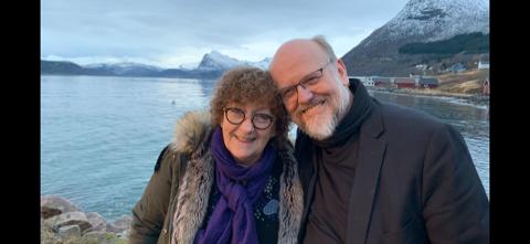 Rolv Olsen (63) fikk påvist koronasmitte. Kona Lilly Engen (66) holdt seg derimot frisk.