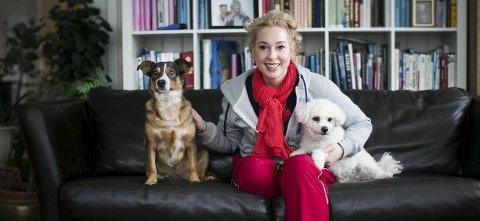 Lise Askvik har hundene Pleasure (t.v.), gatehund fra Sicilia, og Bisniss, en blanding av Shih tzu og Bichon frisé. .Alle foto: Lisbeth Lund Andresen