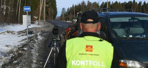 14 REAKSJONER: Tirsdag avholdt Staten vegvesen tre kontroller på Romerike, her fra Råsokveien i Fet.