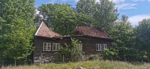 FORFALLER: Det gamle verneverdige huset på Usken står i fare for å falle helt sammen.