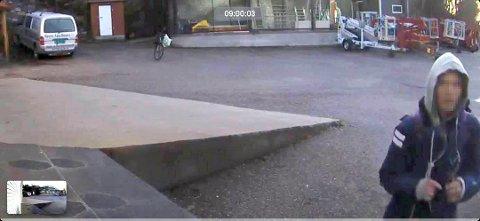 VET DU HVEM DETTE ER?: Her er tyven som stjal et overvåkningskamera fra Malermester Bjørn Åge Hauen AS i Skien søndag morgen.