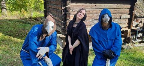 PESTA: Heddal bygdetun er rammen for ny kort-film i skrekksjangeren om svartedauden på 1300-tallet.