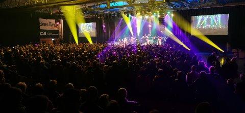 KONSERT: Dette bildet er hentet fra Smøla janistjar sin konsert i Braatthallen i oktober i 2019. Lørdag blir det konsert med 30 inviterte gjester, mens resten av verden kan følge konserten på nett.